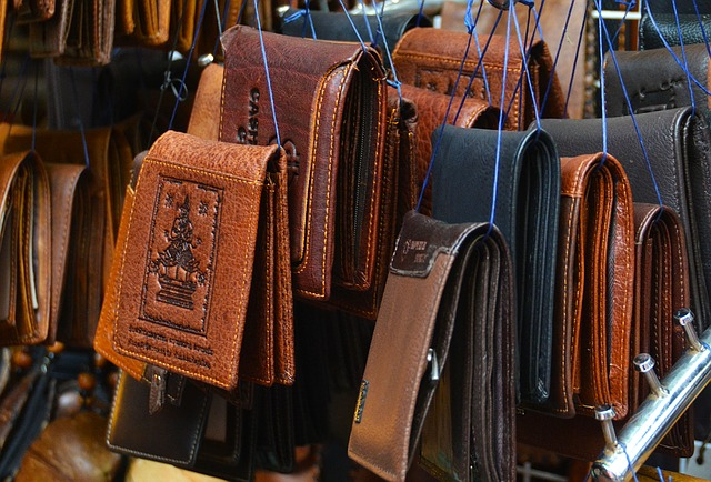 Picture showing many different wallets